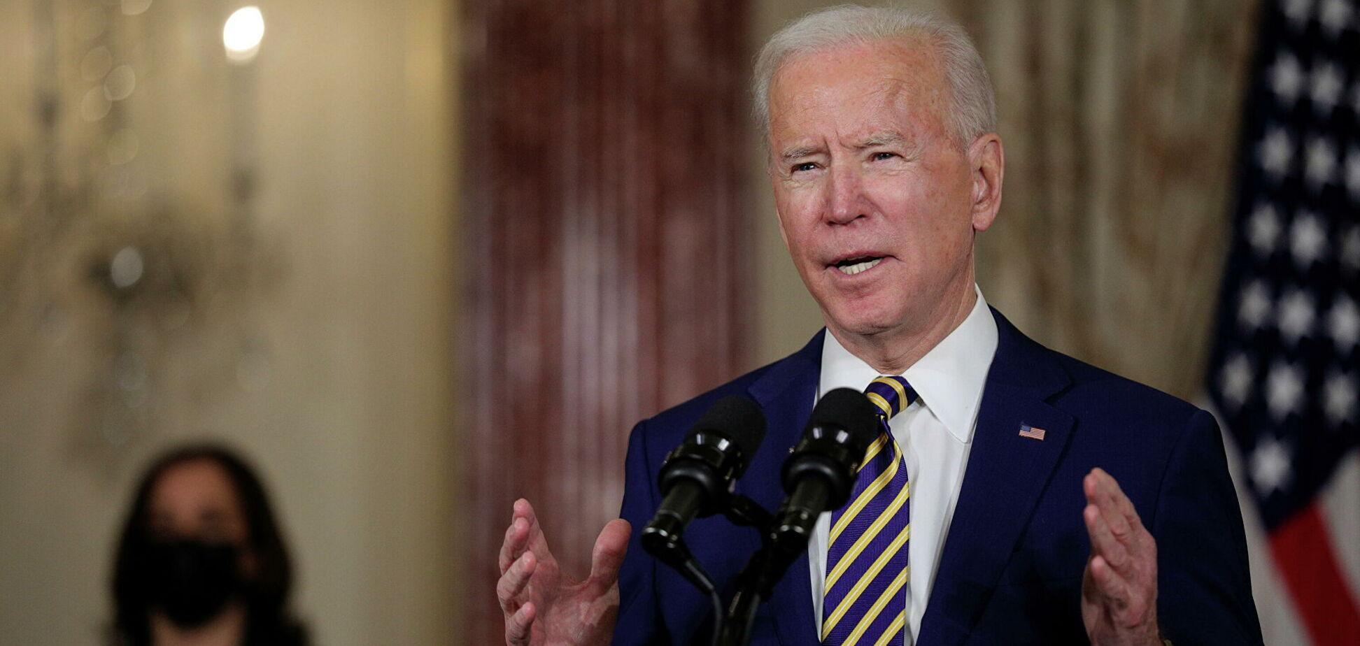 Експосол США заявив, що Байден готовий жорстко підштовхнути Україну до реформ