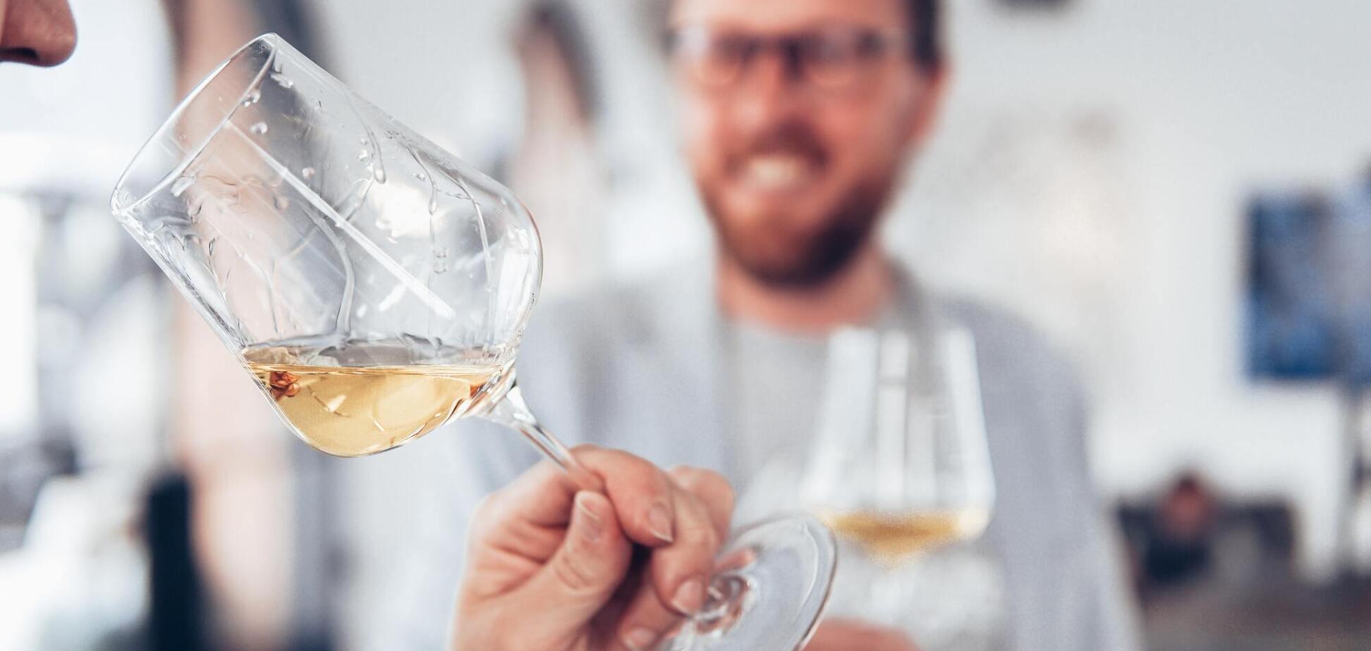 Чому не можна пити вино: 5 побічних ефектів для здоров'я