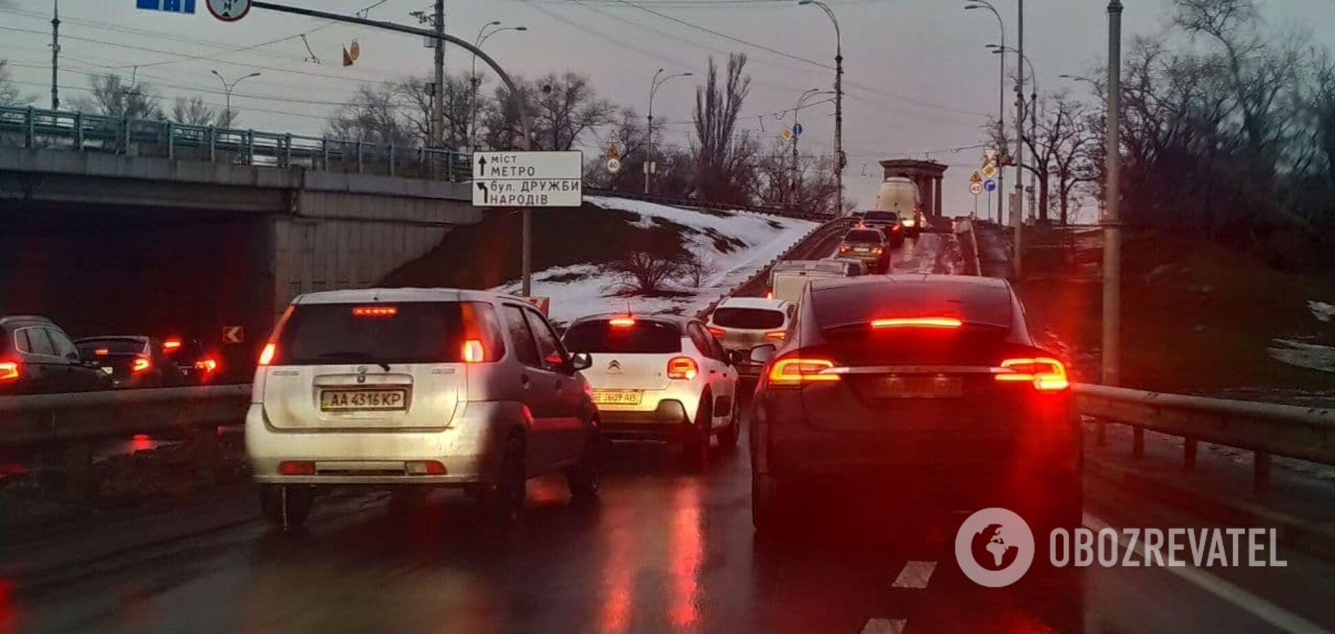 Проблеми для автомобілів є по всьому місту