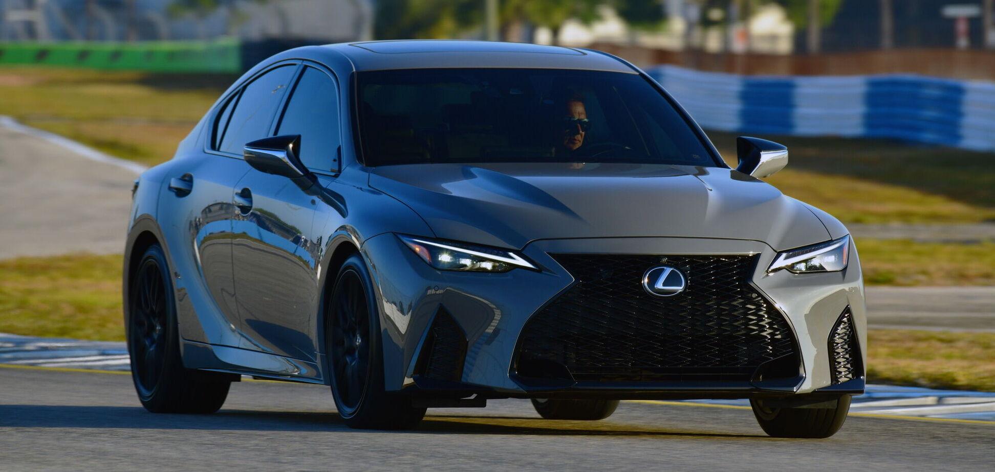 Lexus представил эксклюзивную версию седана IS