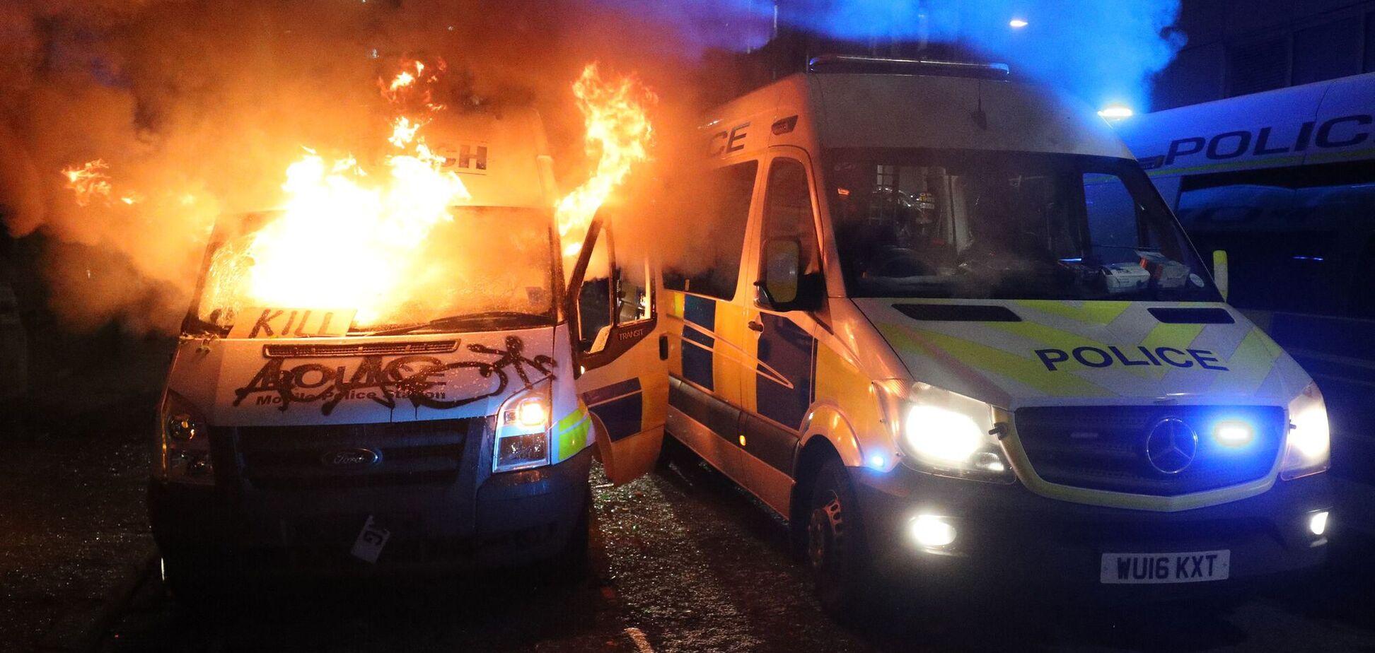 Під час протесту в Англії поліцейським поламали руки і ребра