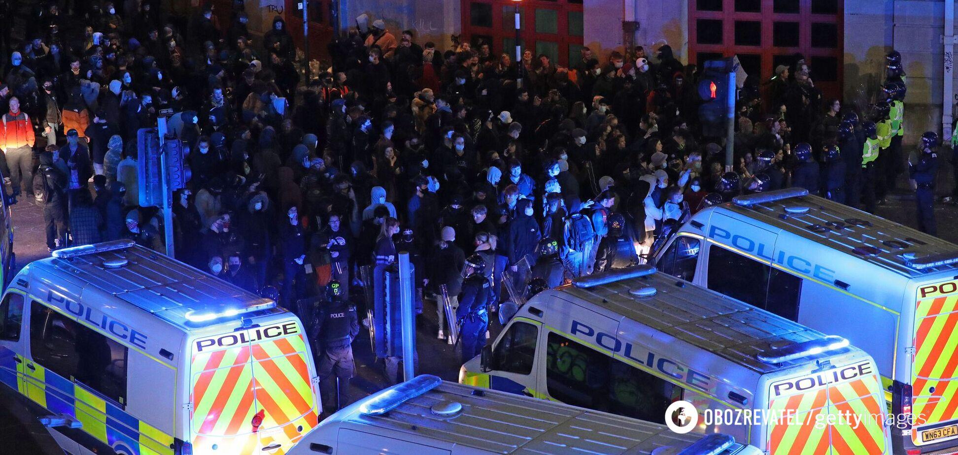Масові протести в Британії, постраждала поліція