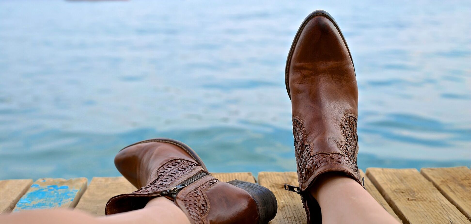 Названа самая модная обувь этой весны