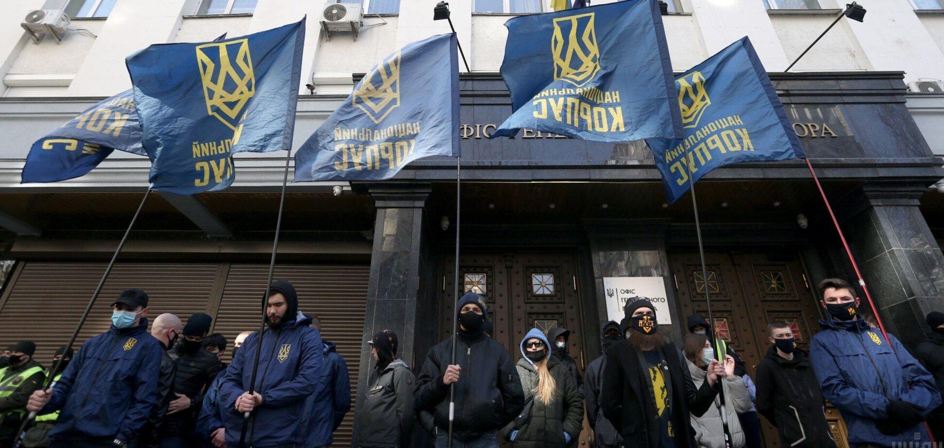 У Києві біля Офісу генпрокурора протестував Нацкорпус через Медведчука. Фото