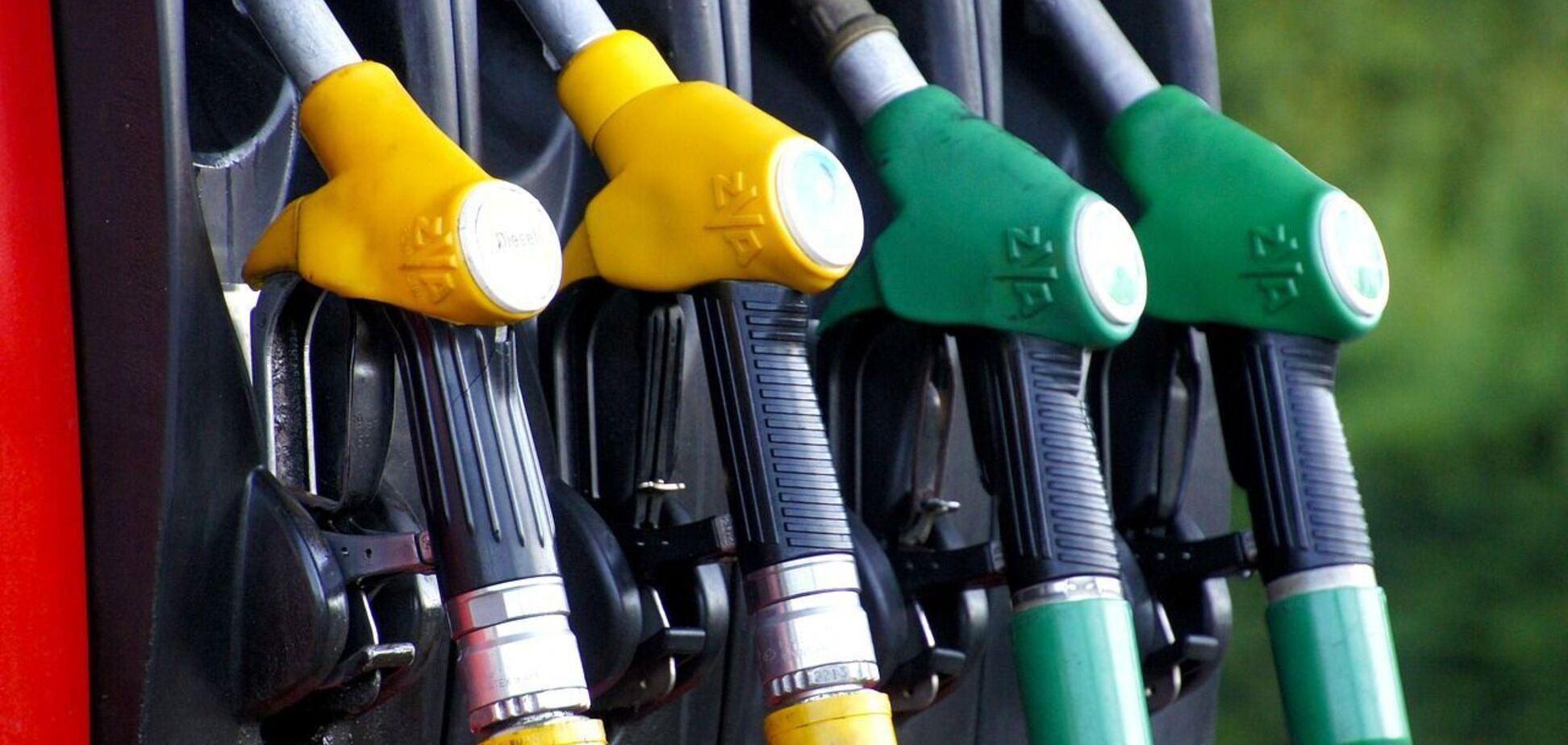 На украинских АЗС начались перебои с бензином: названа причина