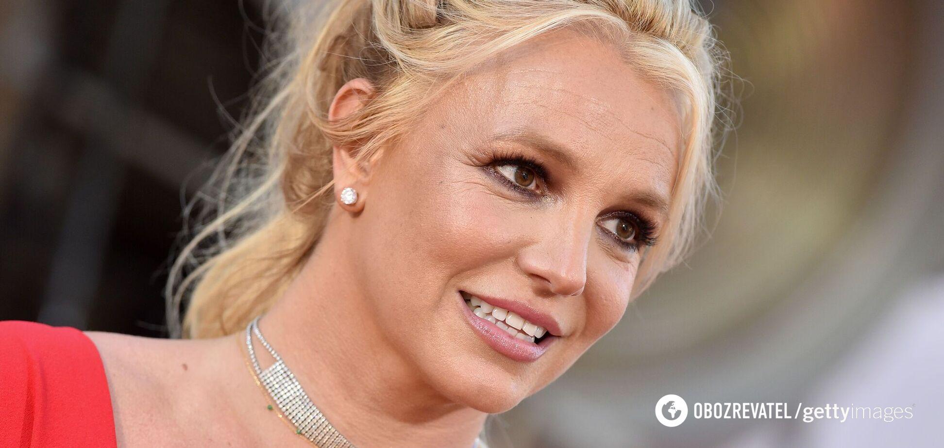Бритни Спирс просит суд лишить ее отца права опекунства