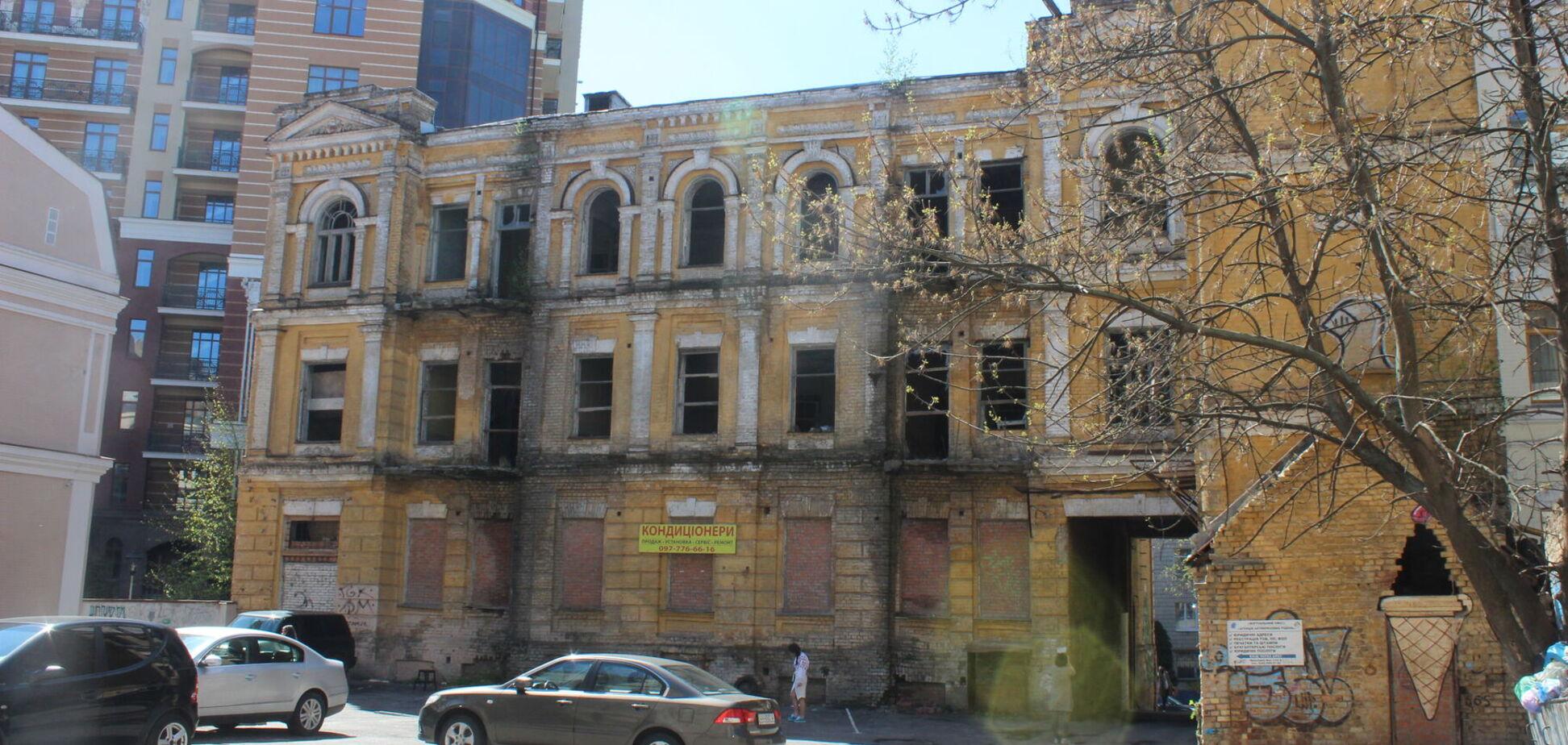 Здание находится в плохом состоянии