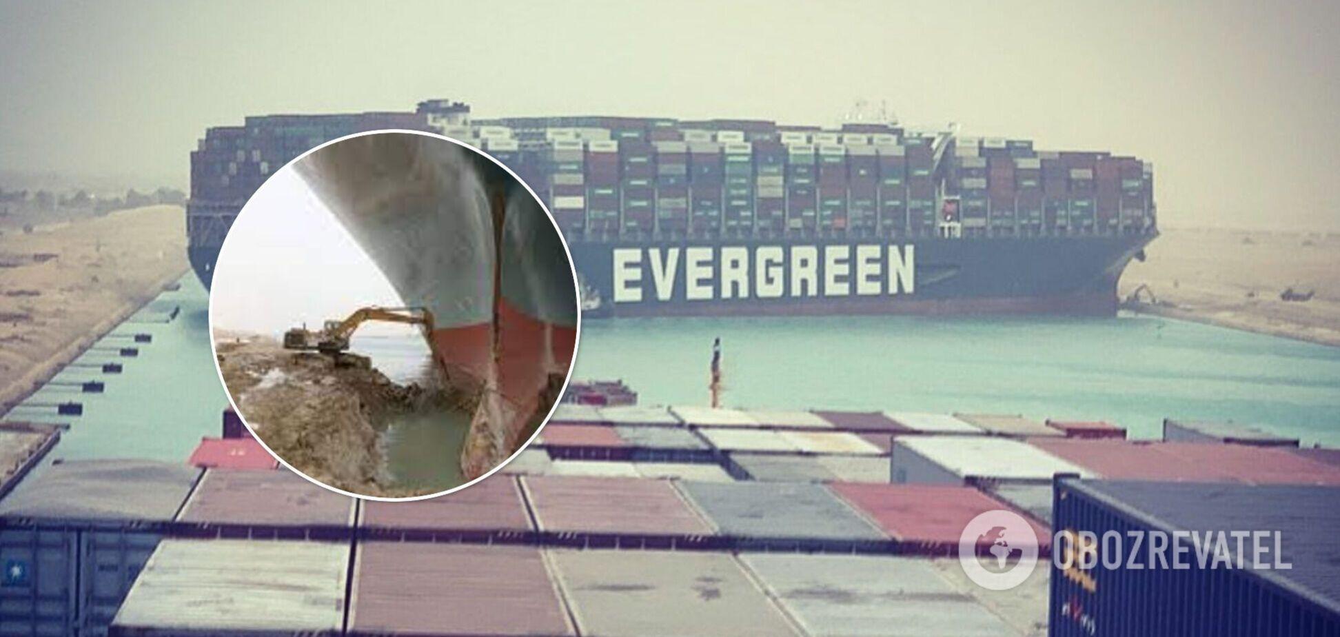 Застрявший в Суэцком канале контейнеровоз спровоцировал массу фотожаб и мемов в сети. Фото