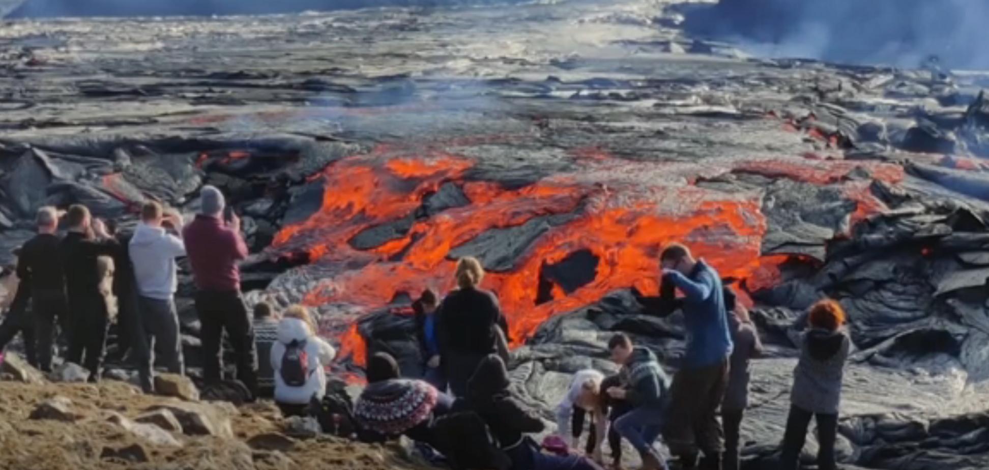 Розвага по-ісландськи: тисячі людей спостерігали за виверженням вулкана