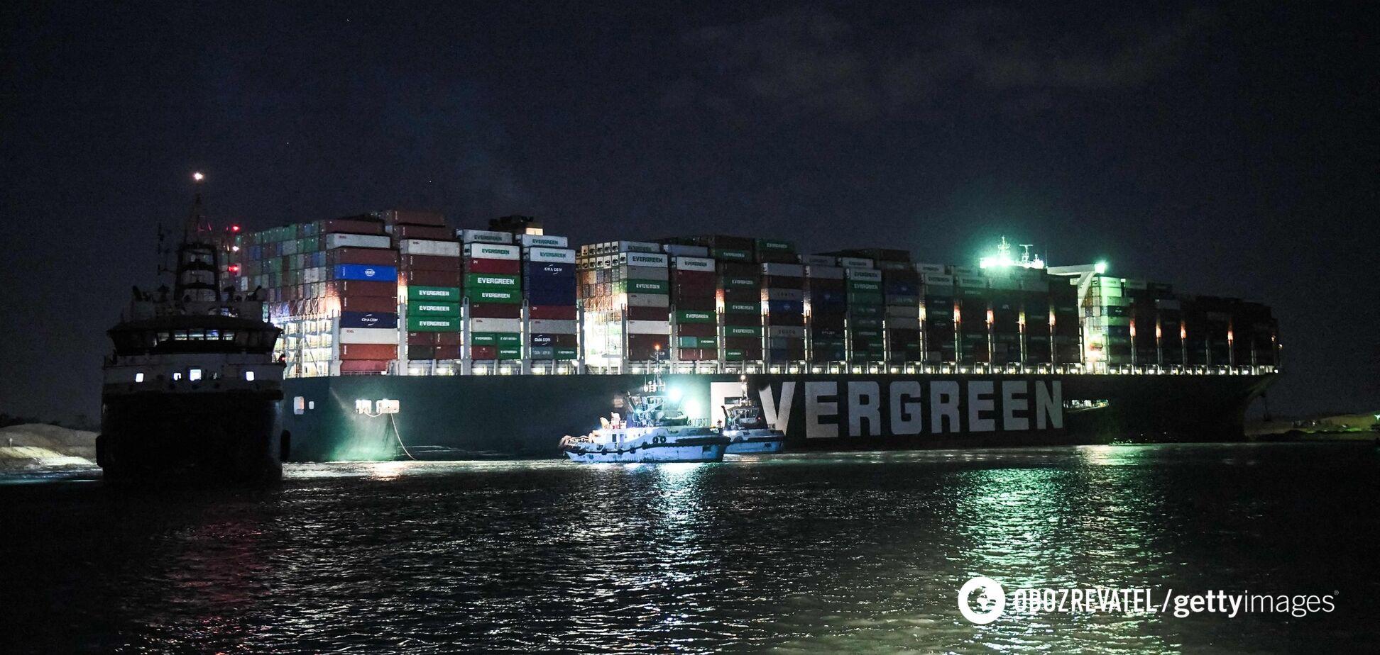 Ever Given зняли з мілини в Суецькому каналі