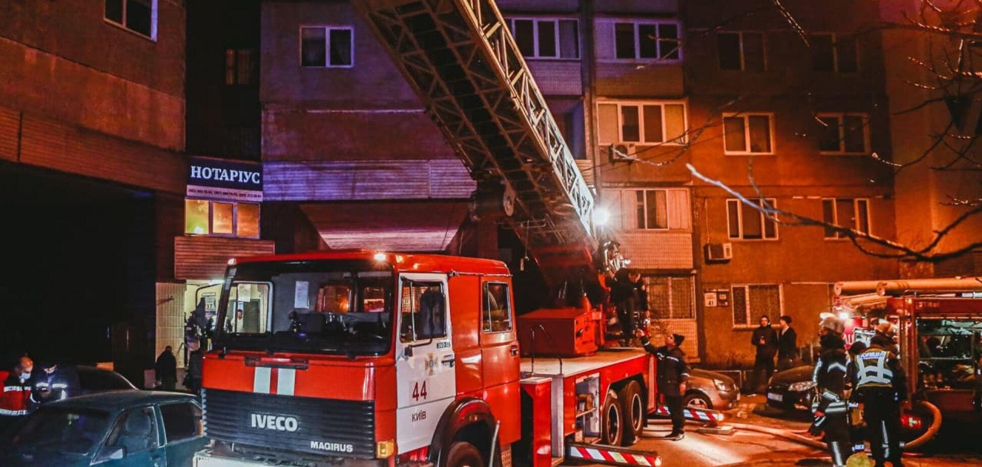 У Києві сталася масштабна пожежа в багатоповерхівці
