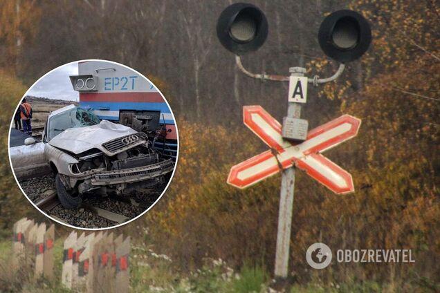На Донбасі поїзд збив авто на переїзді: водій загинув. Фото