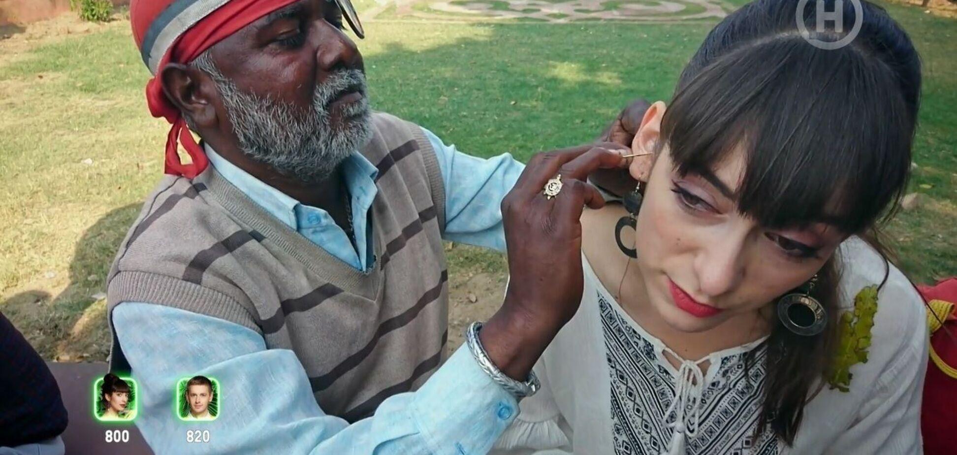 Українська ведуча працювала чистильницею вух в Індії