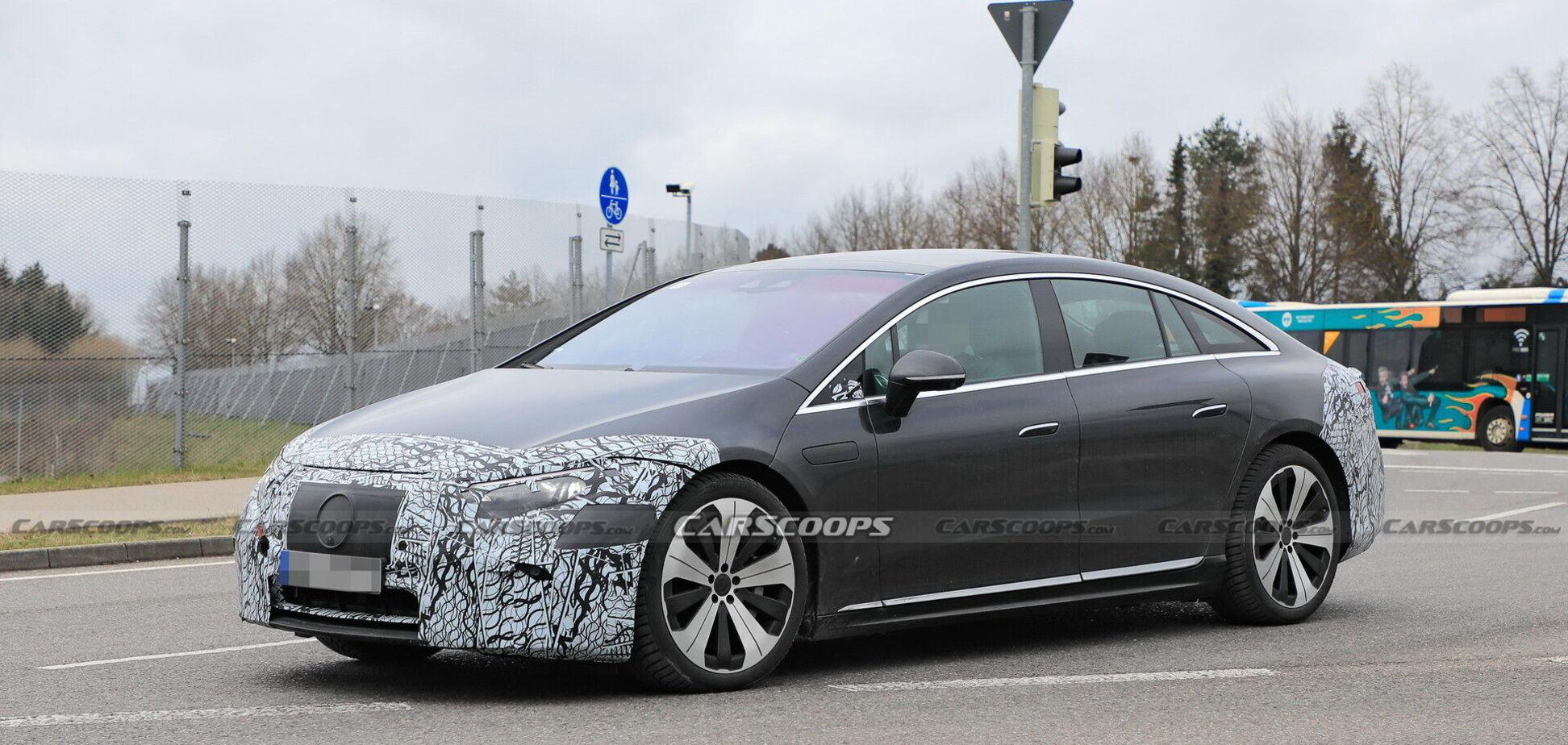 Mercedes-Benz EQS заметили почти без камуфляжа