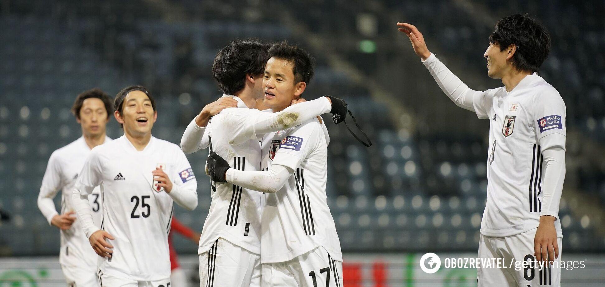 Игроки сборной Японии празднуют гол