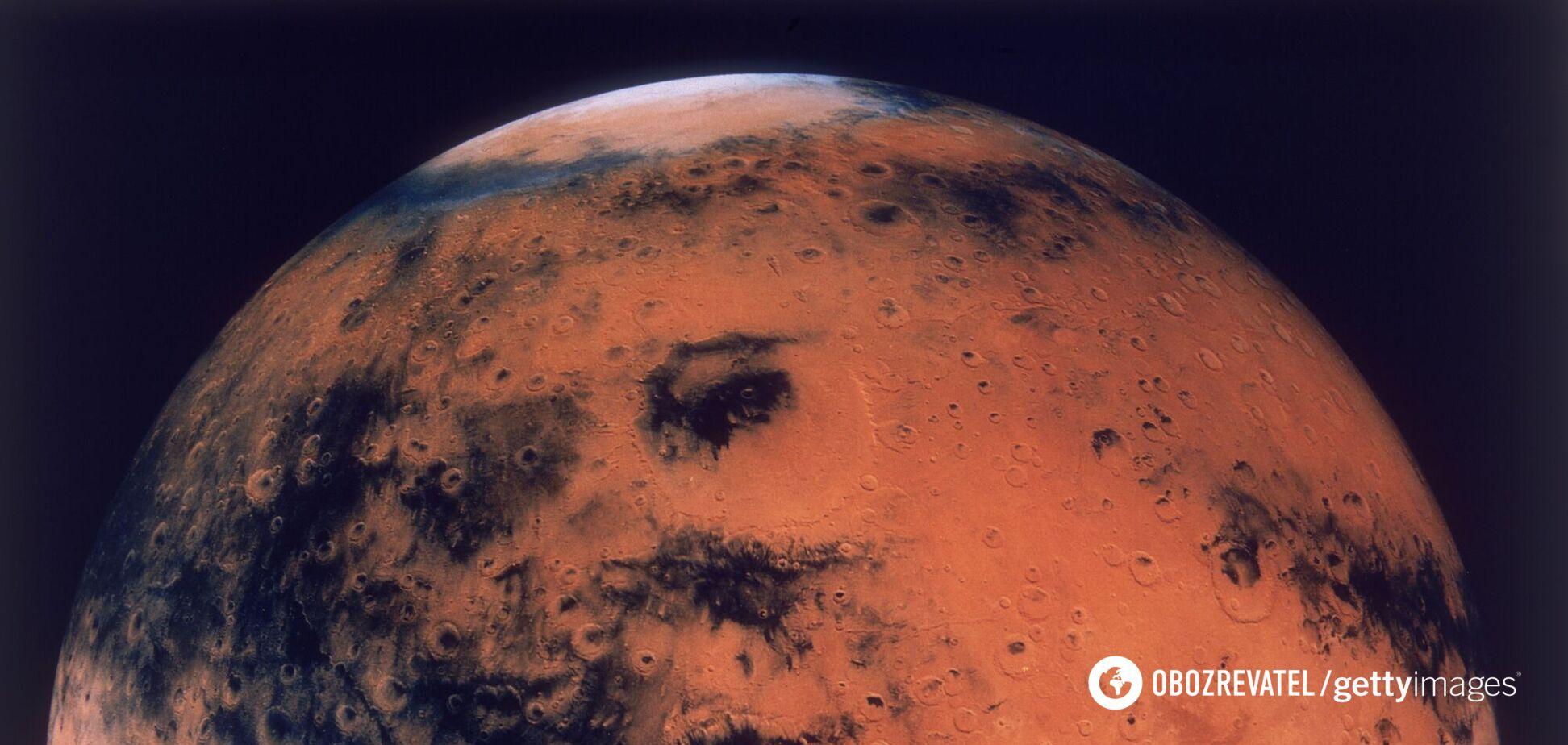 Опубликовано фото загадочных разломов на Марсе