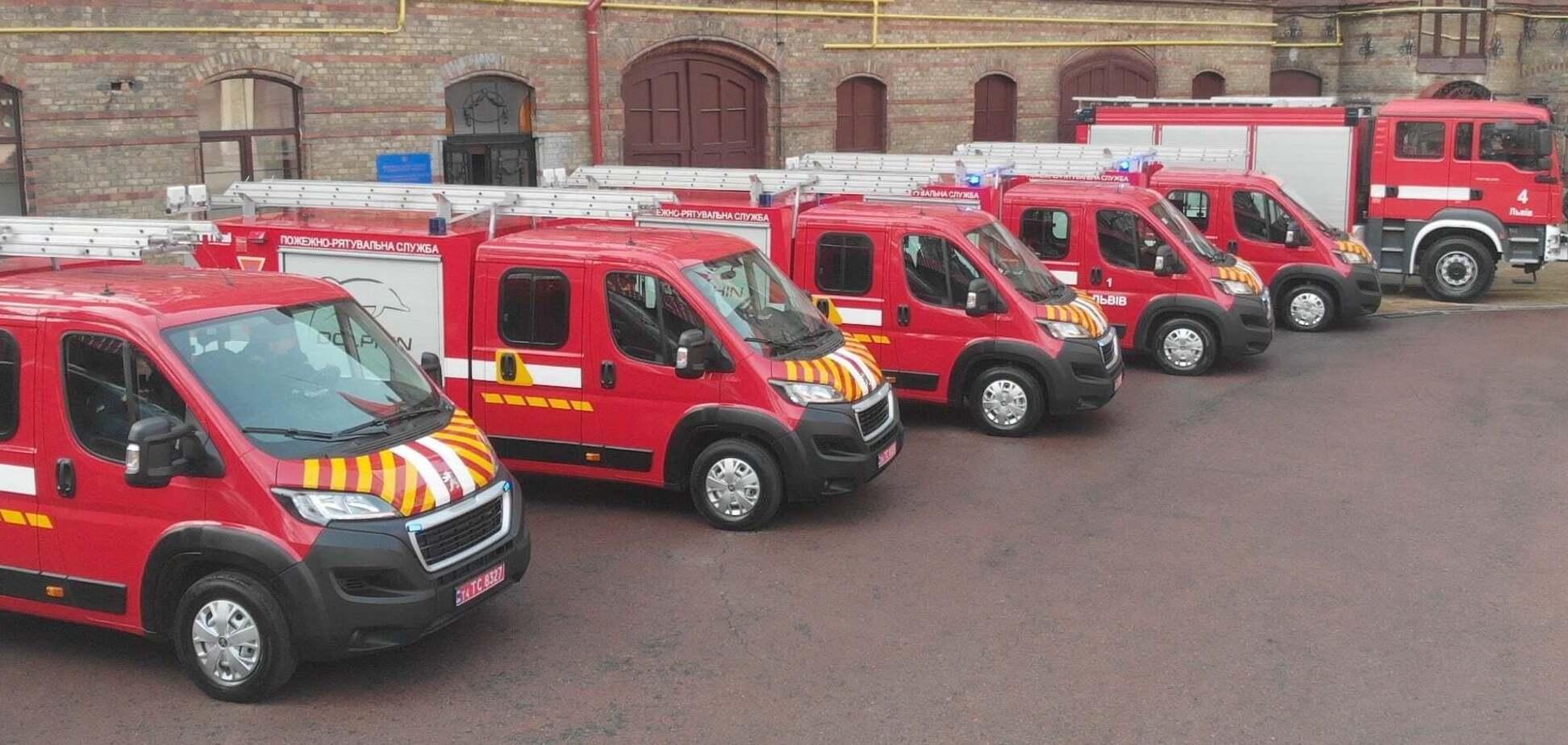 Львівські рятувальники отримали пожежні машини Peugeot