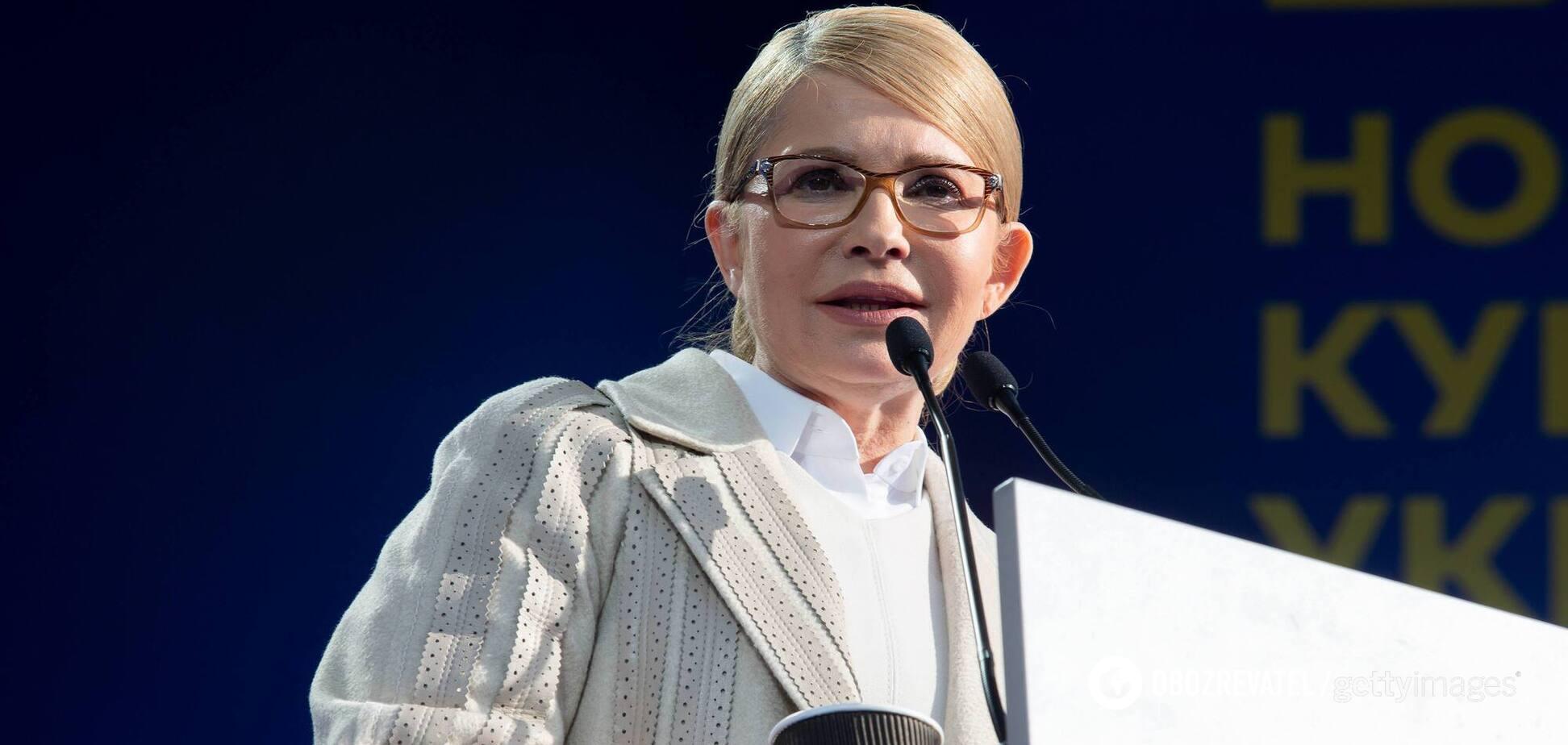 Тимошенко показалась в новом образе с металлическими пуговицами. Фото