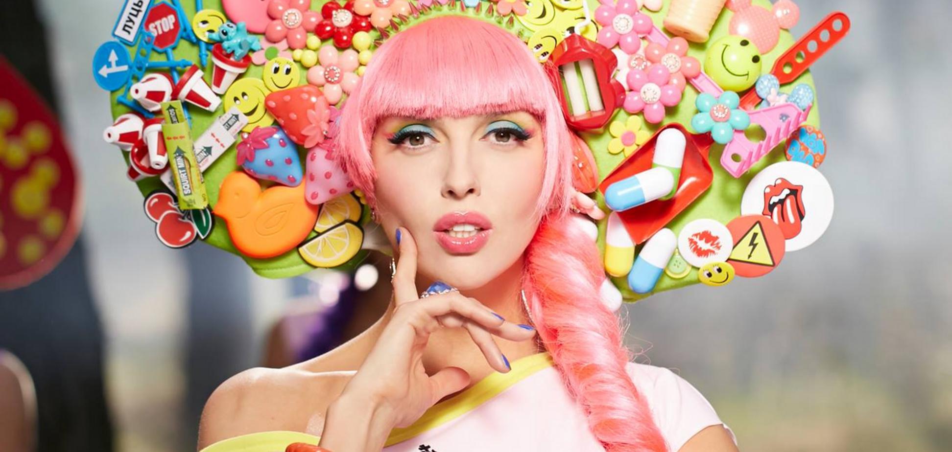 Полякова показала свой арт под хэштегом 'русский стиль'