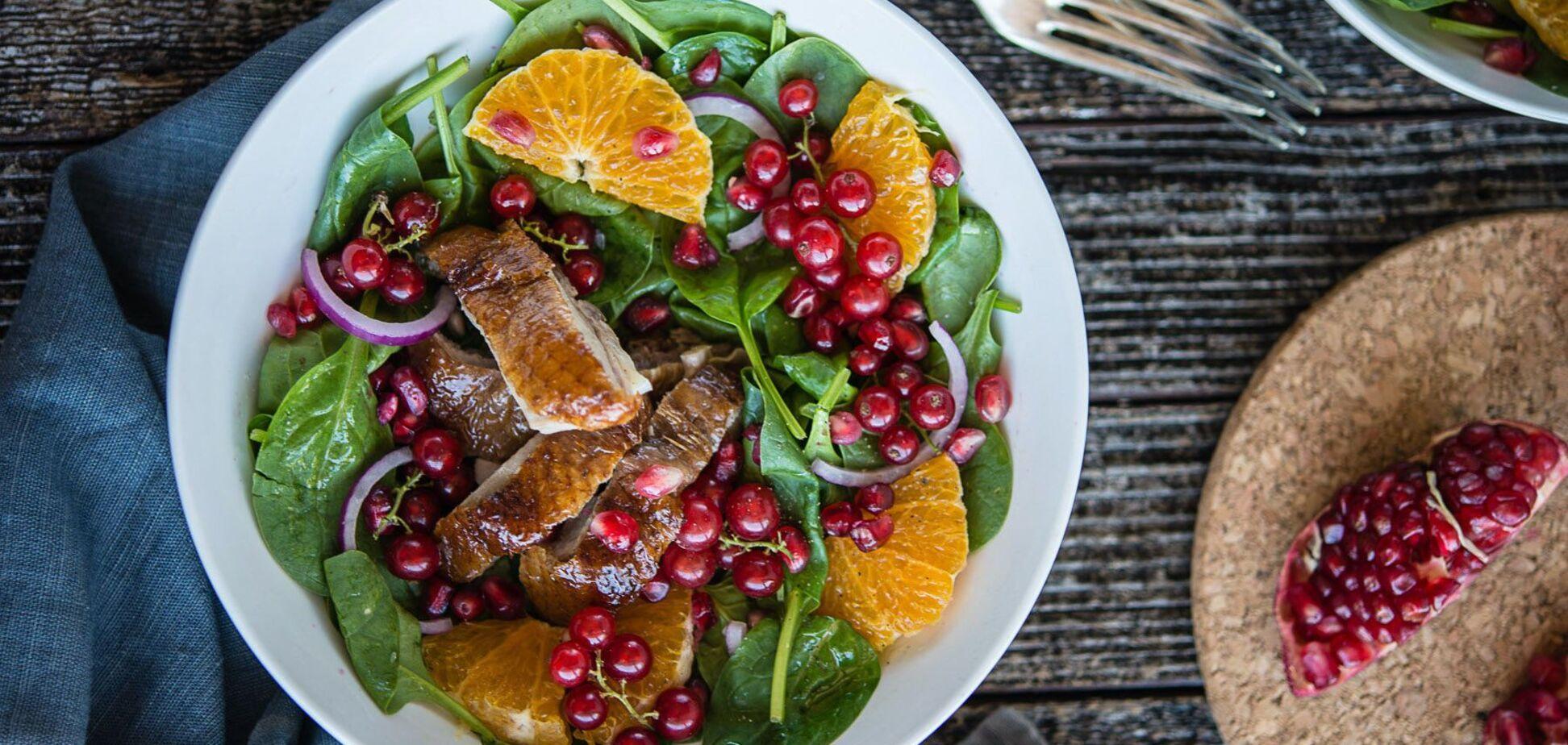 3 сытных салата с мясом и фруктами