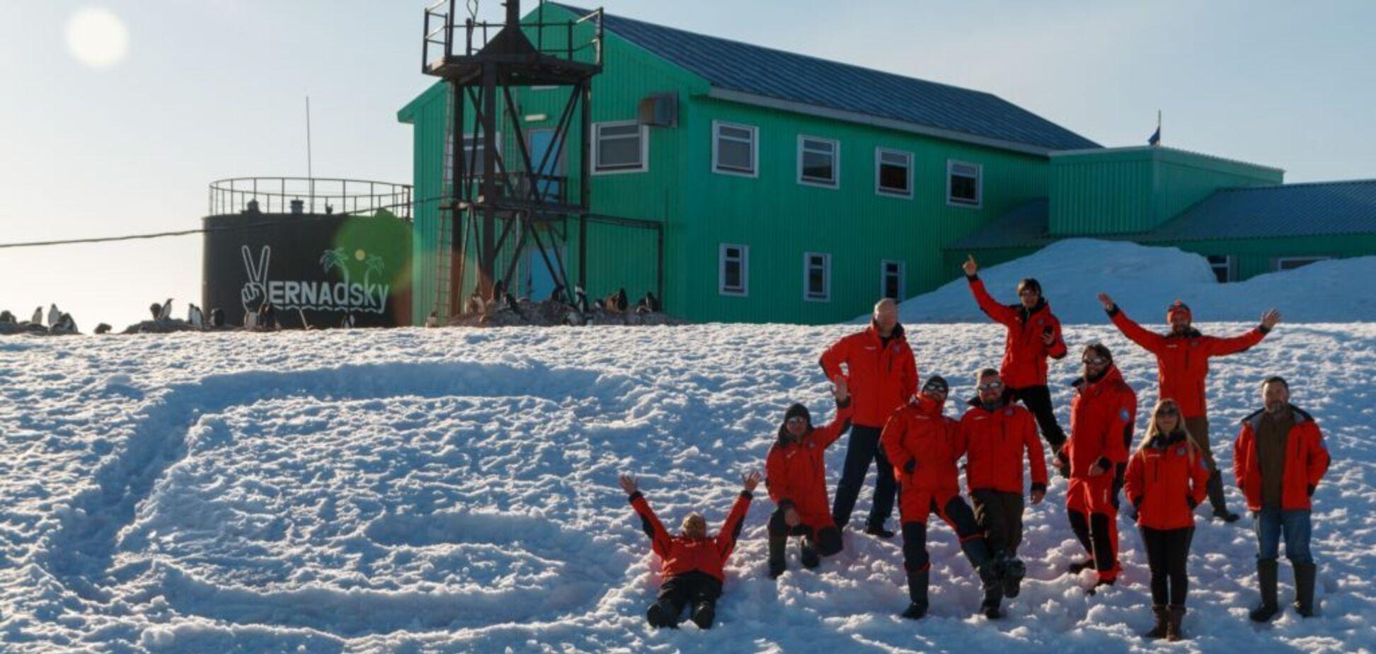 Експедиція складається з двох груп: зимувальної і сезонної