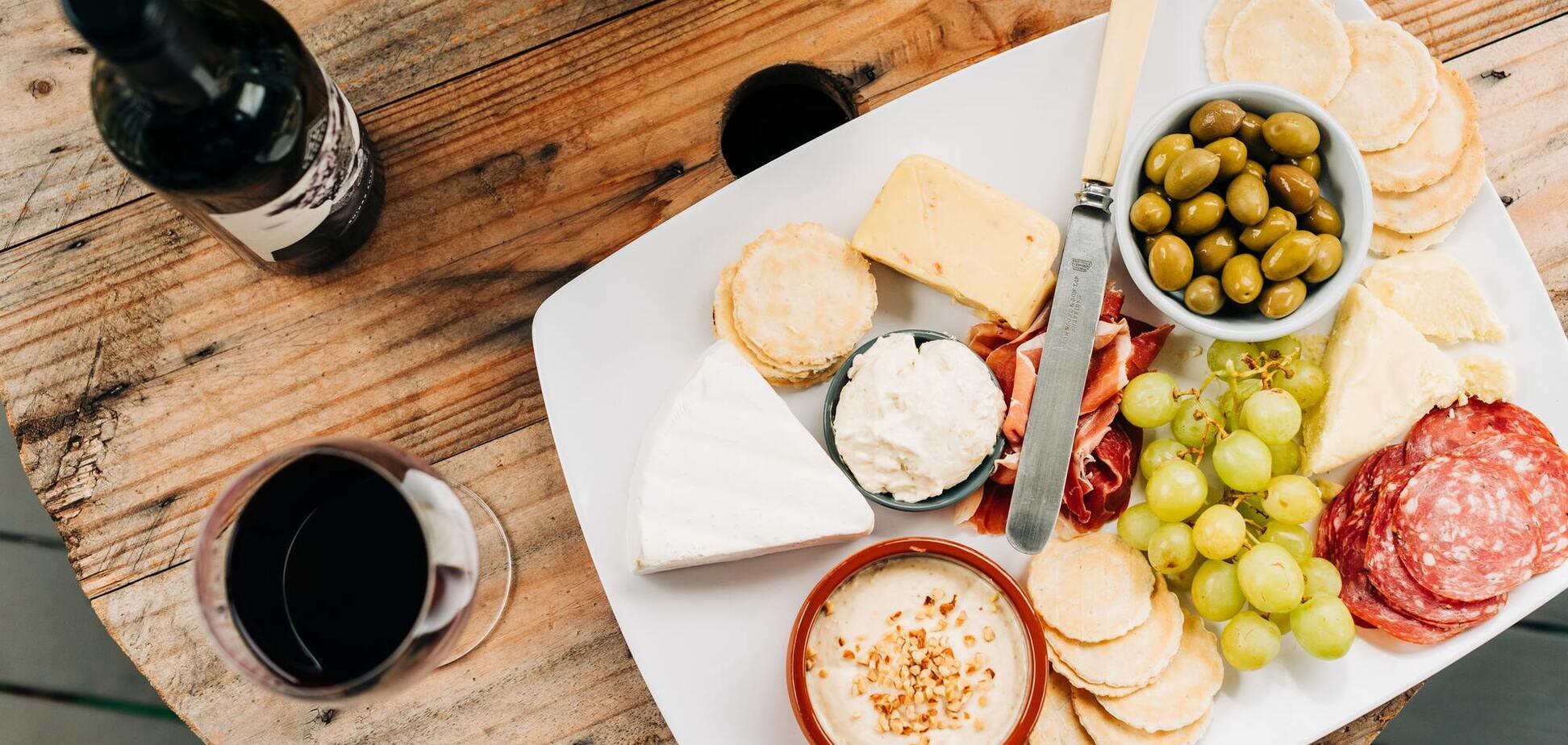 сир і вино