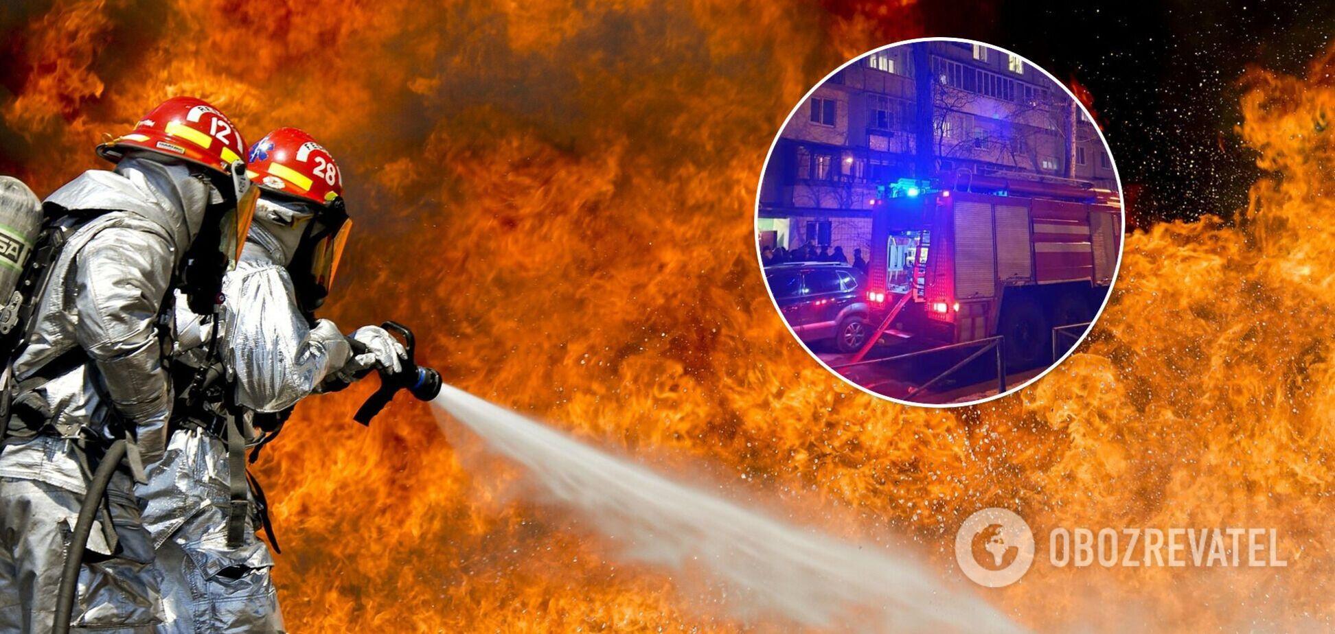 У багатоповерхівці Києва сталася потужна пожежа, є постраждалі. Фото та відео