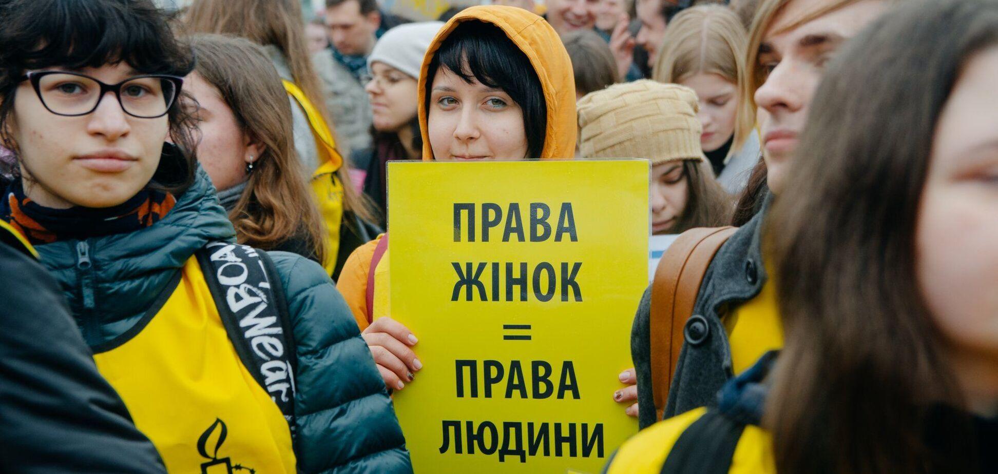 Защищают или имитируют защиту: кто на самом деле борется за права женщин?