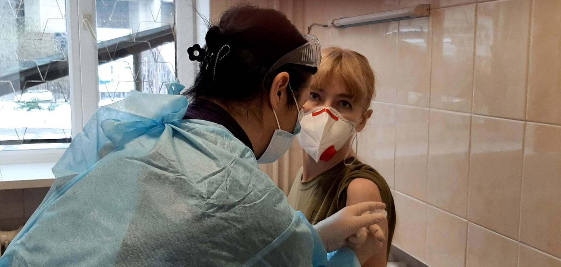 Ветеранка АТО – про вакцинацію проти коронавірусу: автоматично другу дозу ніхто не дасть, доведеться шукати