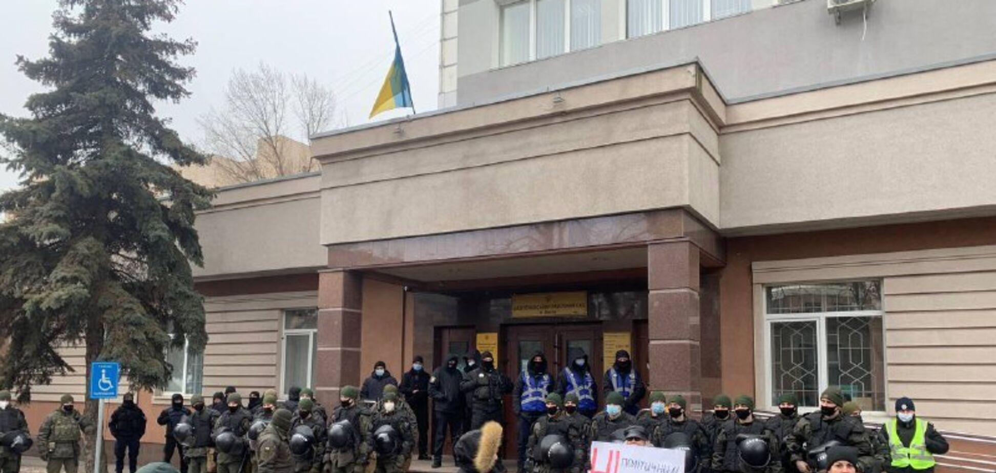 В Киеве произошли стычки полиции с протестующими из-за суда по делу Шеремета