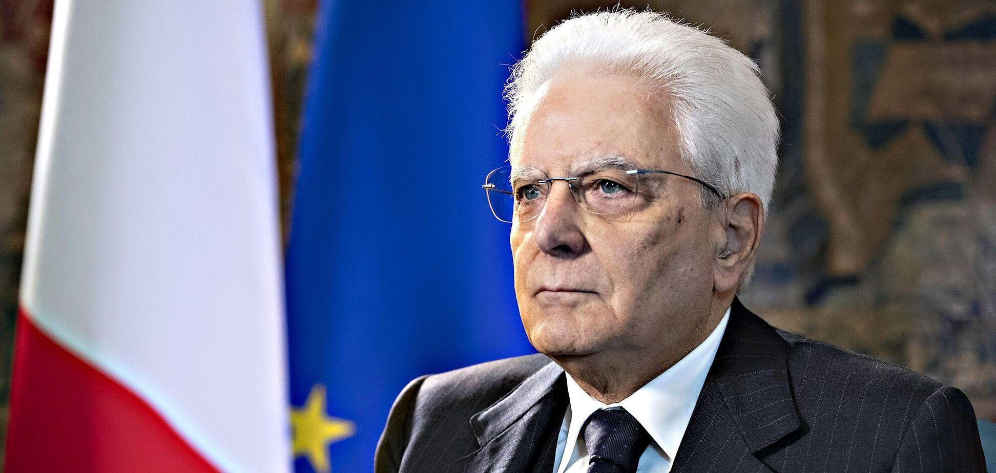 Президент Італії публічно прищепився проти коронавірусу. Фото