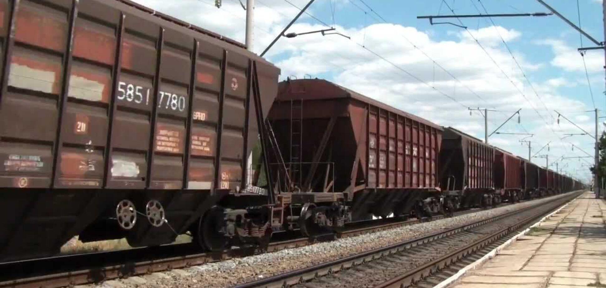 Вантажний потяг на Північний ГЗК зіткнувся з вантажівкою