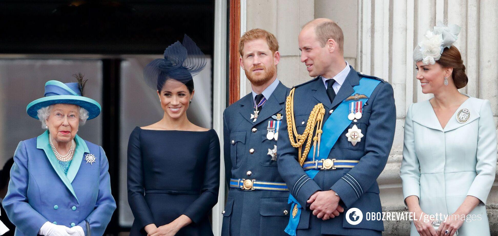 Елизавета II, Меган Маркл, принц Гарри, принц Уильям и Кейт Миддлтон