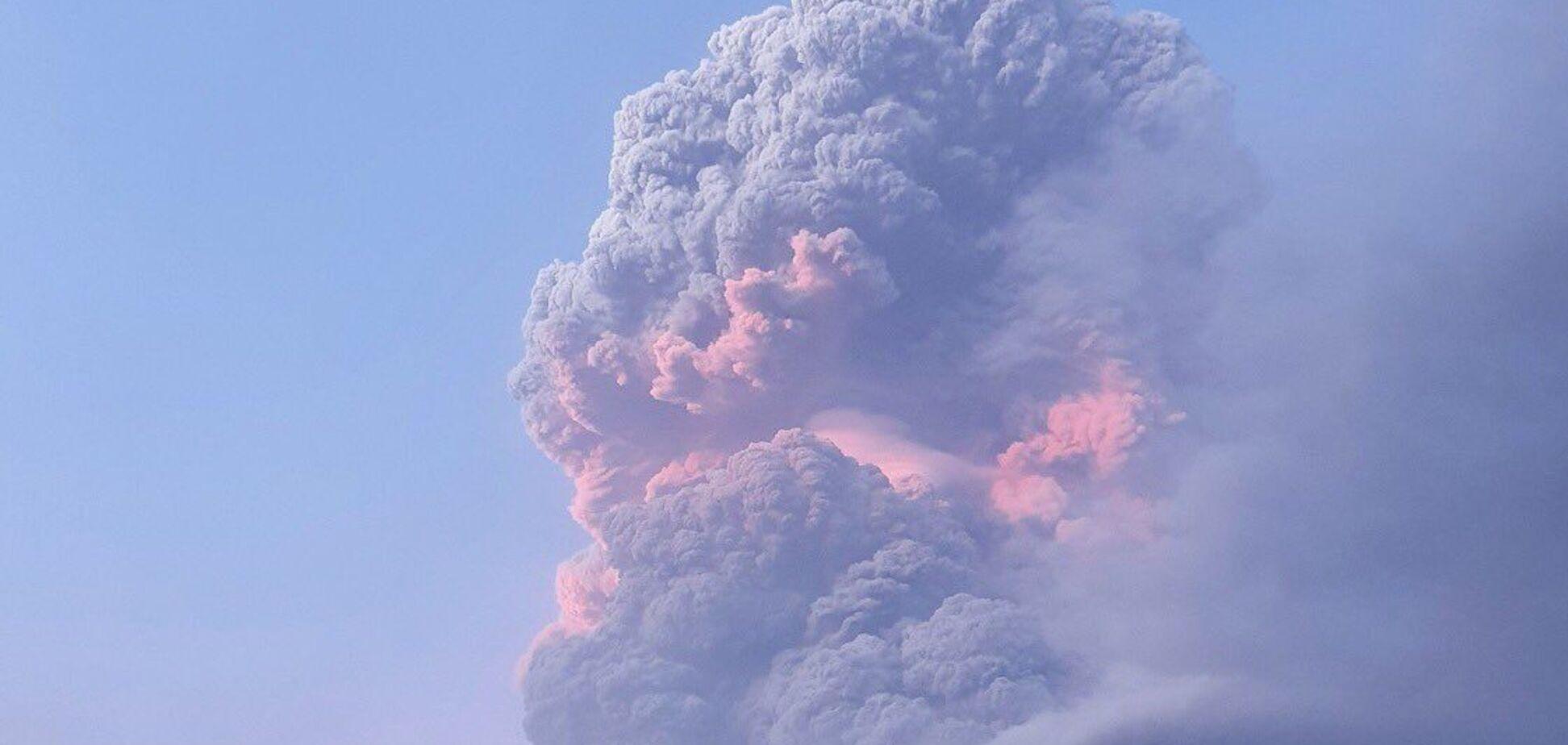 На Карибах начал извергаться вулкан Суфриер