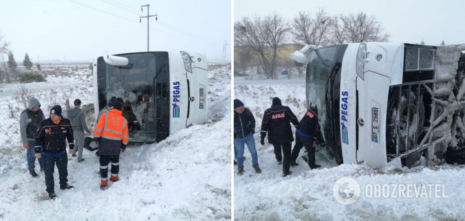 У Туреччині перекинувся автобус із російськими туристами: є жертва і багато постраждалих. Фото та відео