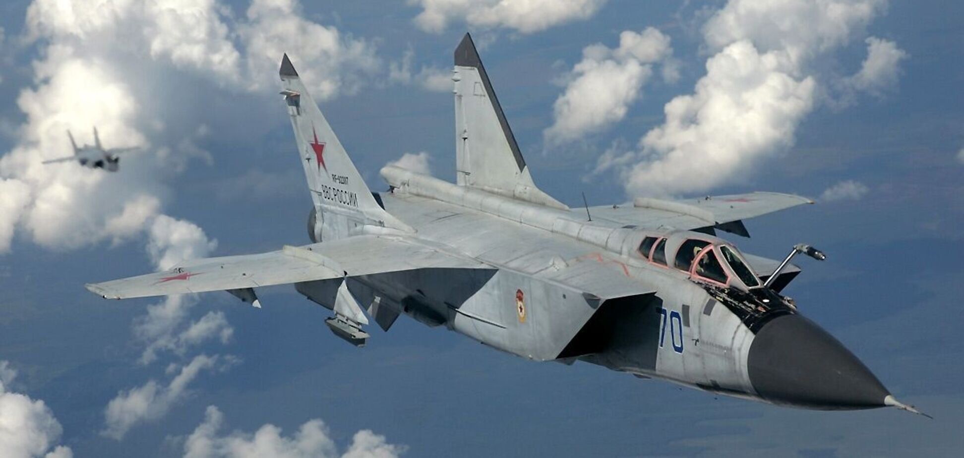 У Росії заявили про перехоплення американського військового літака. Відео