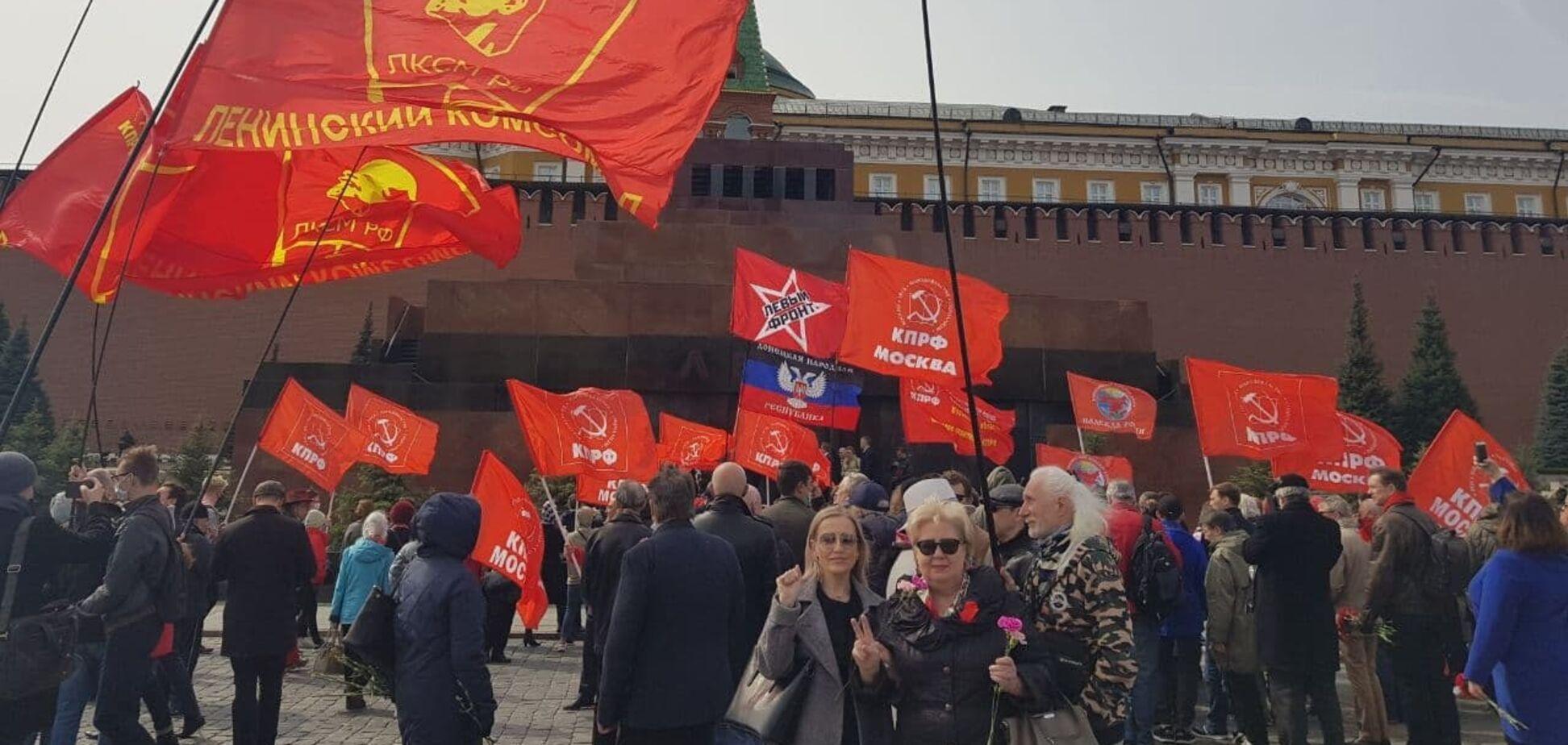 У Москві на Красній площі влаштували акцію з прапором 'ДНР'. Фото