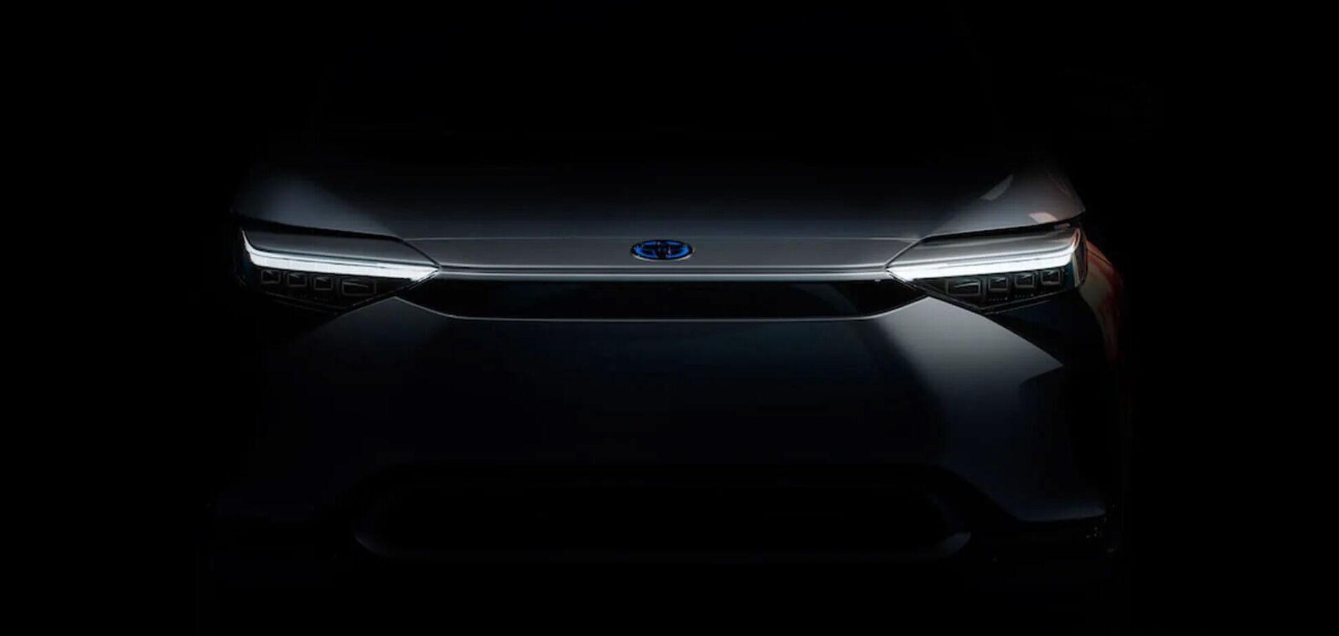 Toyota показала первые тизеры электрического кроссовера