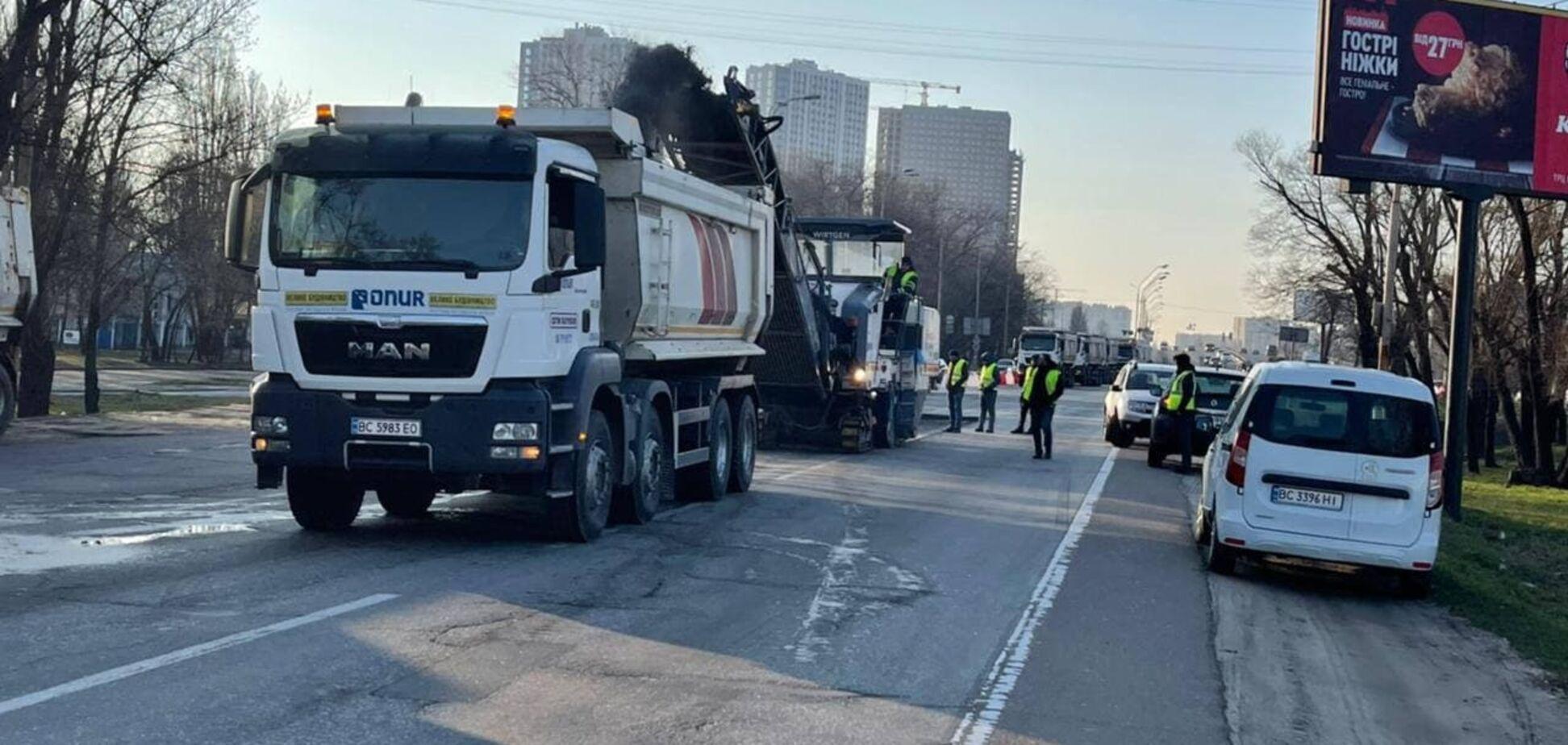 У Києві почали ремонт Кільцевої дороги. Фото