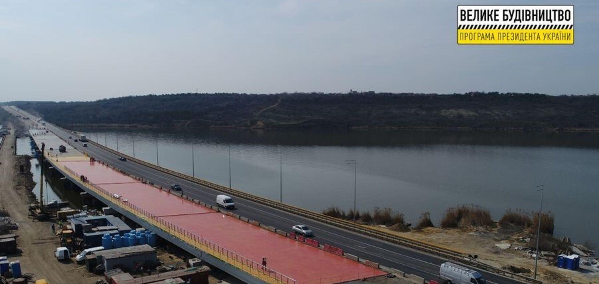 На мосту через Хаджибейский лиман ремонтные работы подходят к завершению
