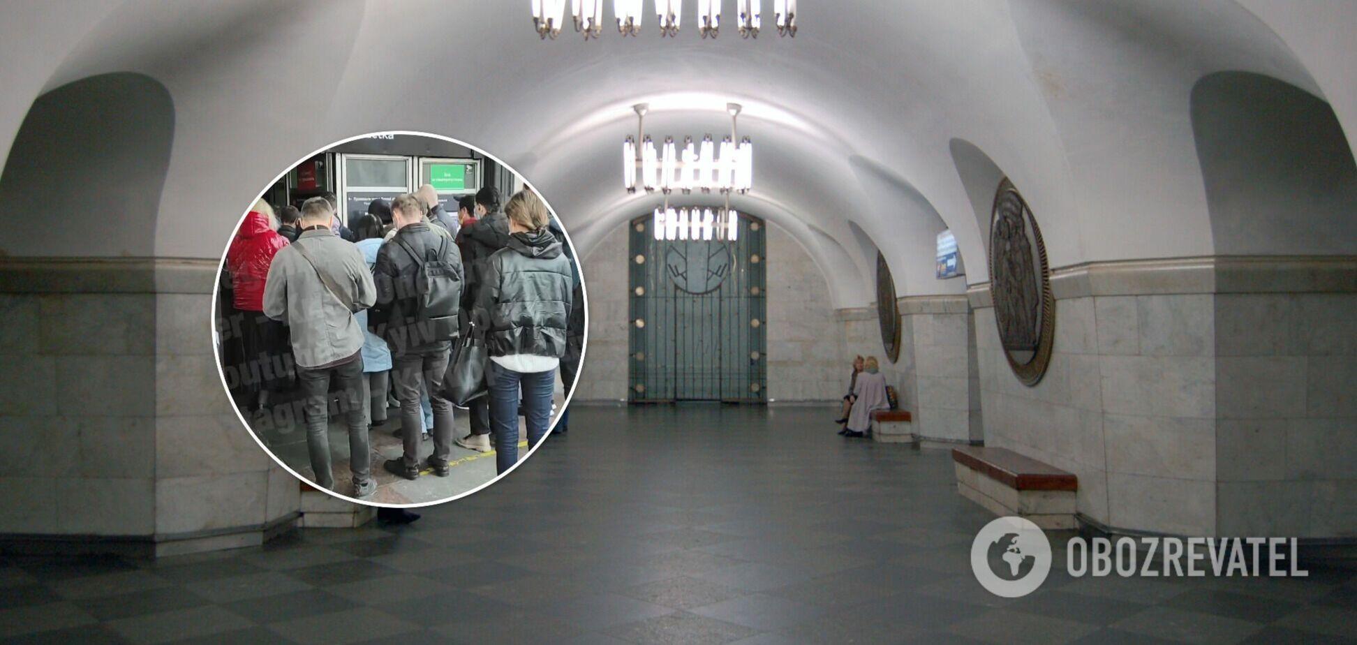 Для пассажиров были открыты только одни двери
