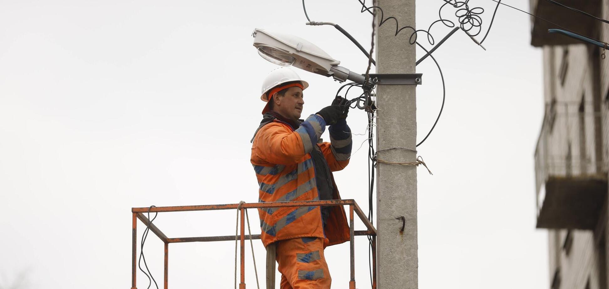 В Днепре восстанавливают сети наружного освещения во дворах домов на ул. Солидарности