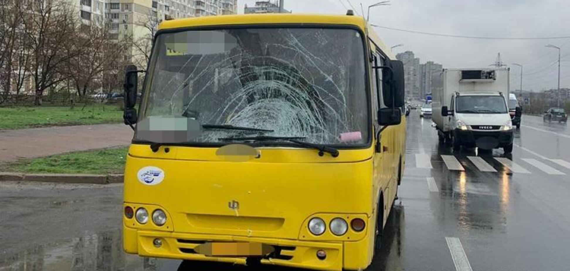 У Києві 60-річний водій маршрутки на смерть збив жінку біля пішохідного переходу