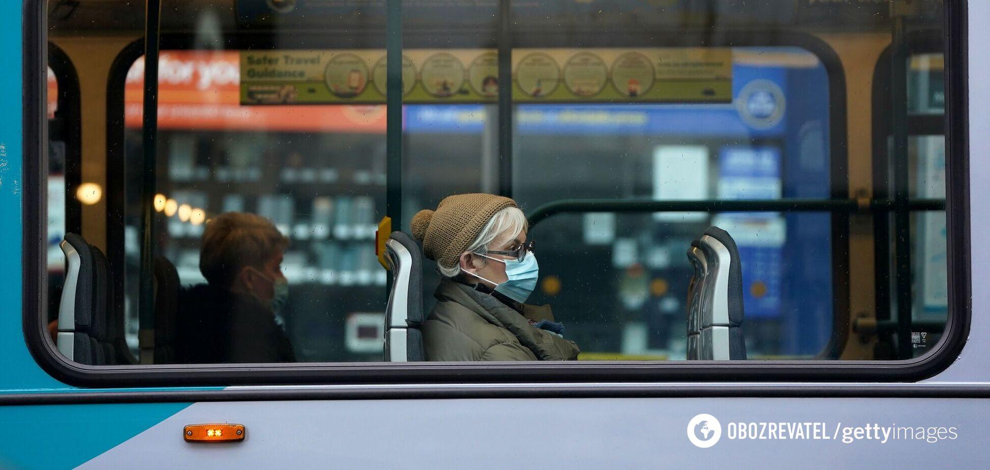В Черкассах безбилетный пассажир убежал через окно троллейбуса