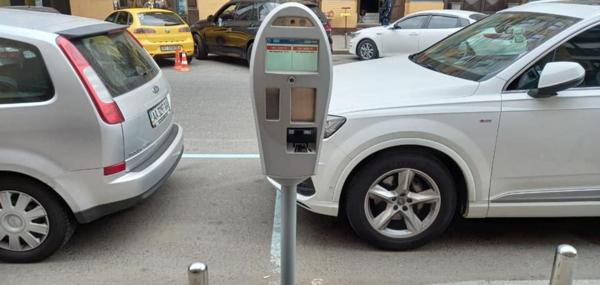У Києві замість паркувальників за порушниками стежитимуть камери
