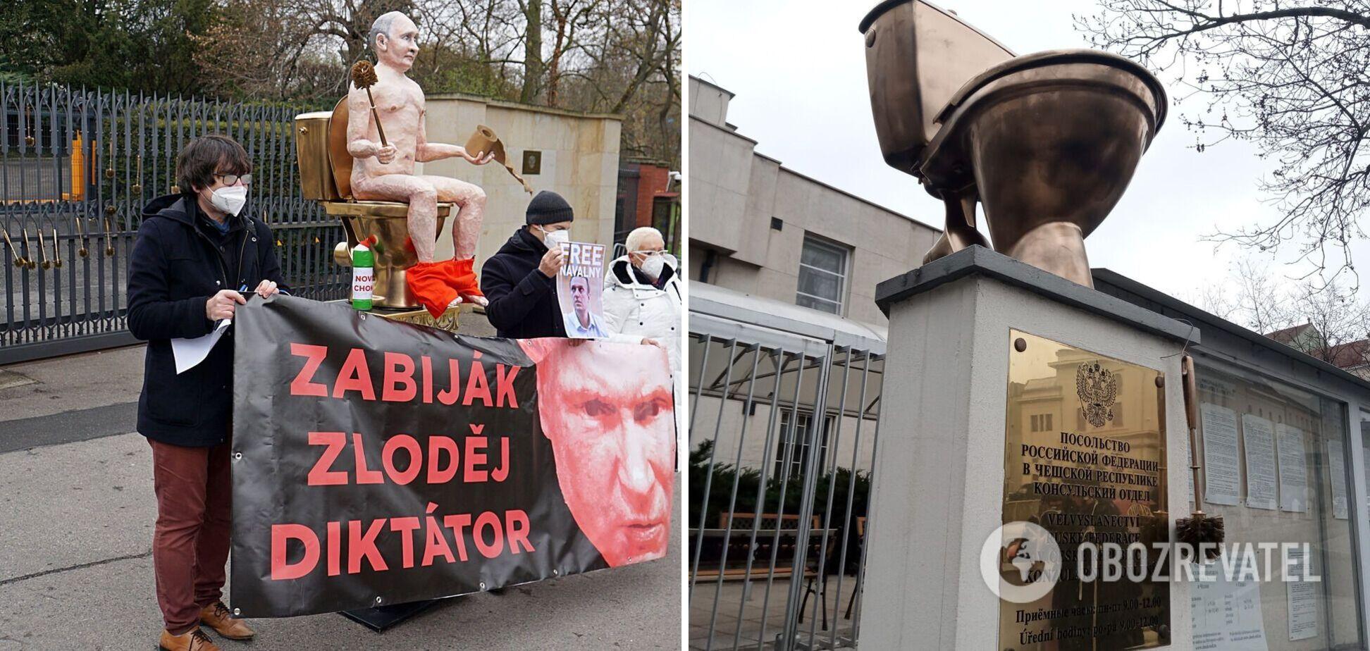 Біля посольства РФ у Празі 'голого Путіна' посадили на золотий унітаз. Фото та відео