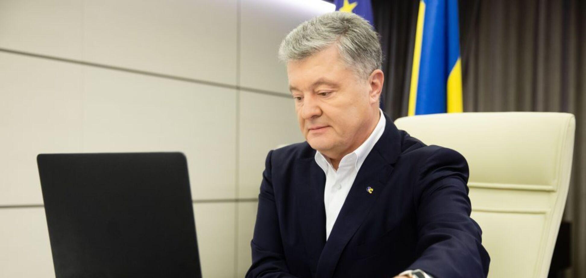 Петро Порошенко застеріг владу від контролю над Конституційним Судом