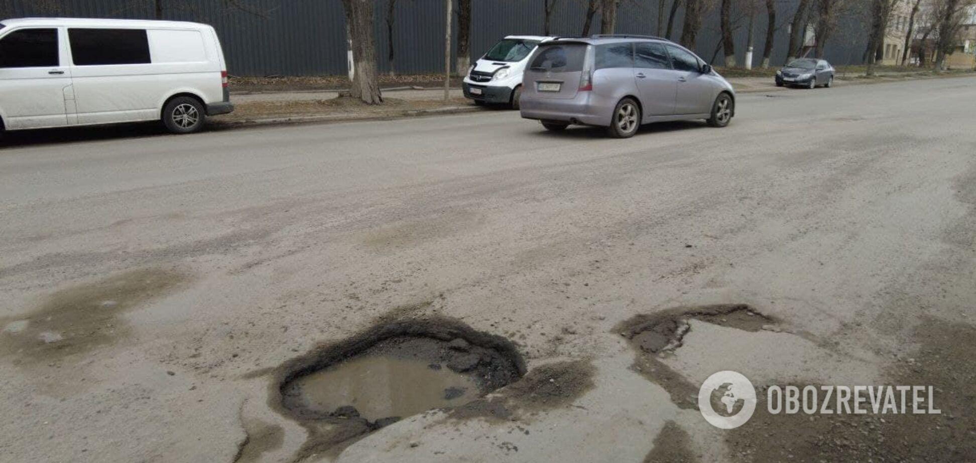 В Киеве отремонтированная дорога не пережила дождь