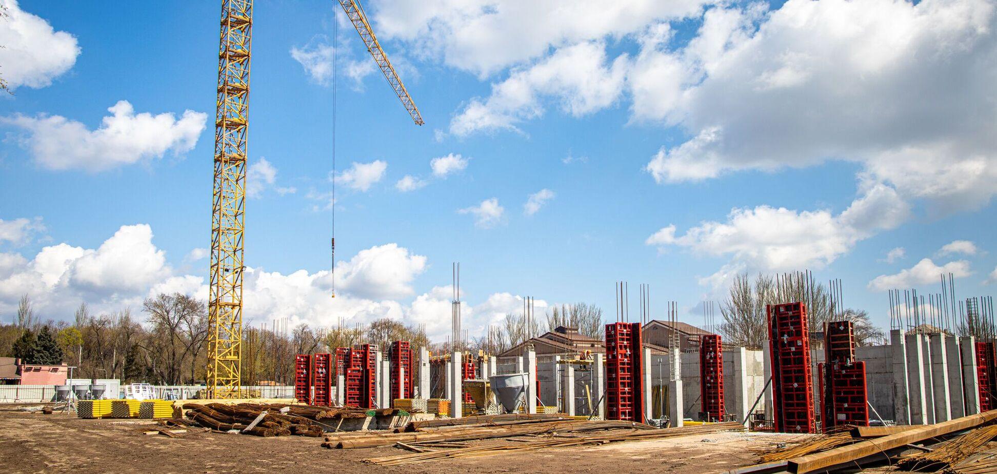За програмою 'Велике будівництво' у Кривому Розі відроджують стадіон 'Металург'. Фото