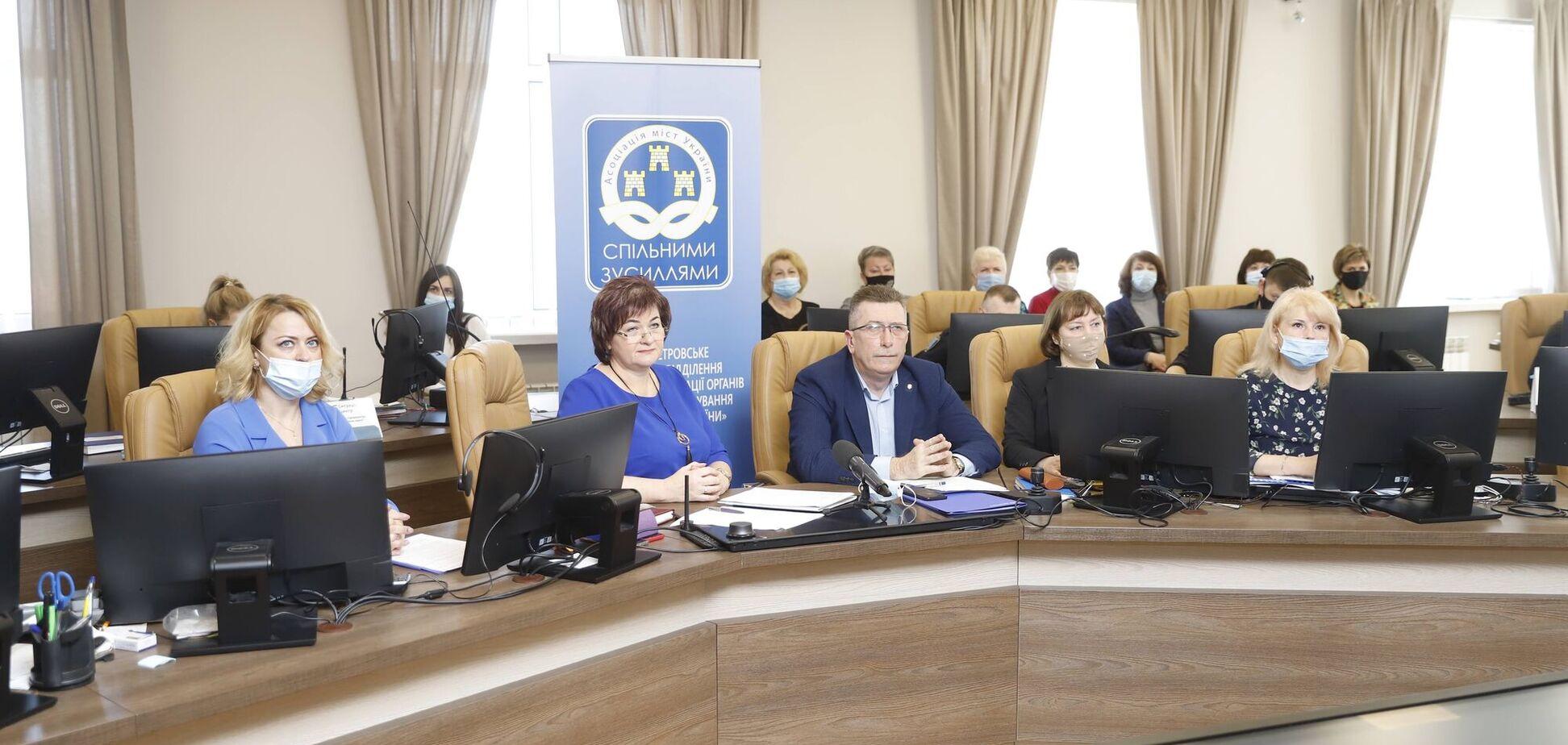Филатов рассказал на форуме об опыте соцполитики Днепра